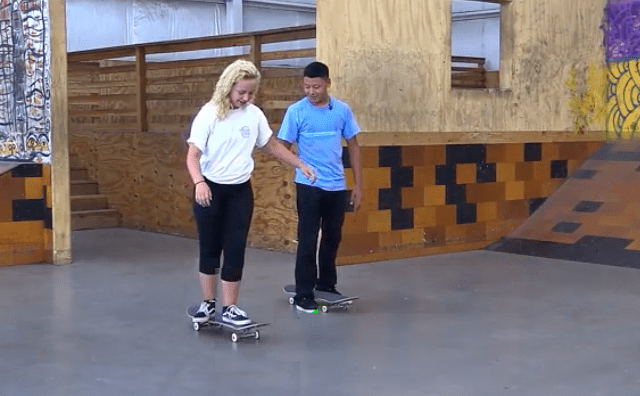 How to ride skate, beginners II. Try to stand on the skate without falling